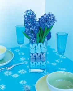 Easter Peep Centerpiece Craft Craft an easy Easter table centerpiece that really makes a statement by surrounding a small vase of flowers wi...