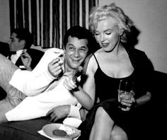Marilyn and Tony Curtis - Some Like It Hot