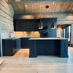 It still feels like winter. Here is some kitchen inspiration for that mountain chalet from our Norwegian colleagues!