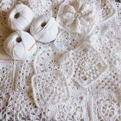 Finalmente,dopo varie peripezie,sono riuscita a finire la coperta di cotone bianco,iniziata mesi fa.     È composta da varie piastrelle,dive...