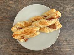 Bacon-Käse-Stangen aus der Backschale - OptiGrill Rezepte Snacks, Ethnic Recipes, Desserts, Teller, Muffins, Mini, Chef Recipes, Hams, Party Appetizers