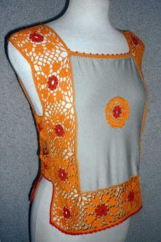 Blusa tejido a crochet en hilos de colores anaranjado y rojo con aplicación de modal beige, Talla M