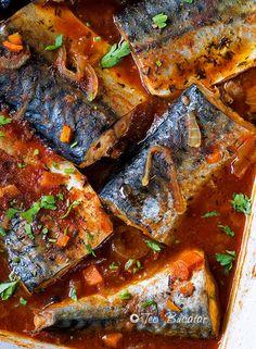 Macrou in sos marinat este un preparat care, desi are ingrediente simple si putine are un gust minunat, dulce acrisor si merge foarte bine langa o portie de mamaliguta.