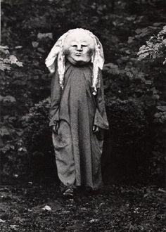 LBizarre Vintage Halloween Costume. What is it? I vote nightmare. Old Halloween Photos, Creepy Old Photos, Creepy Pictures, Paranormal, Macabre, Vintage Costumes, Scary Halloween Costumes, Halloween Outfits, Halloween Fun