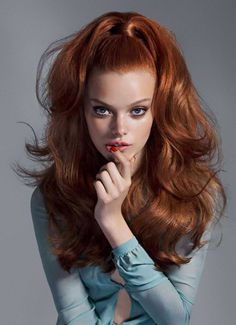Hairstyle Editorials - Harper's Bazaar Mexico's Magnitud Story Stars Jackie Crespo (GALLERY) Tranquil color shirt plus Great hair & makeup in rec'd style Love Hair, Big Hair, Gorgeous Hair, Beautiful Redhead, Editorial Hair, Retro Hairstyles, Spring Hairstyles, Wedding Hairstyles, Quinceanera Hairstyles