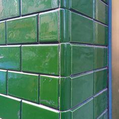 Weyerstraße :: Carreau de Cologne #carreaudecologne #tilesofcologne #koelschefliesen #fliesen #tiles #carrelage #ihavethisthingwithtiles #tileaddiction #ihaveathingforwalls #köln #kölle #cologne #visitkoeln #hiddencologne #thisiscologne #koelnergram #365cologne #koelscheecken #liebedeinestadt #kölnarchitektur  #architecture #facade #texture #minimalism #grid #vscocam #vscogermany #green #grün by carreau_de_cologne