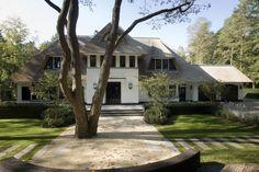 Het landhuis op de Veluwe is er één uit de hoge categorieën. Verdeeld over drie woonlagen is dit landhuis met recht een droomhuis!