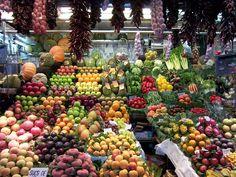 Zu häufiger Konsum von toxischen und säurebildenden Lebensmitteln wie: Produkten tierischer Herkunft, Fertiggerichten, Kaffee oder Alkohol, industriell verarbeiteten Lebensmittel, verarbeiteten Zuckern, künstlichen Süßstoffen, raffiniertem Getreide oder versteckten gentechnisch veränderten Organismen (GVO), wirkt sich ungünstig auf den Säure-Basen-Haushalt des Körpers aus. Die Folge davon ist Übersäuerung.
