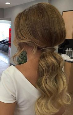 Vintage Hairstyles For Prom Elegant Ponytail Hairstyle for Prom - Need inspiration for gorgeous prom hairstyles for long hair? Don't worry, we've found 27 designs we think you might fall a little in love with. Wedding Ponytail Hairstyles, Prom Hairstyles For Short Hair, Prom Hair Updo, Homecoming Hairstyles, Formal Hairstyles, Vintage Hairstyles, Gorgeous Hairstyles, Braid Hairstyles, Work Hairstyles