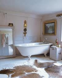 Antique clawfoot tub, cowhide rug, cute bathroom