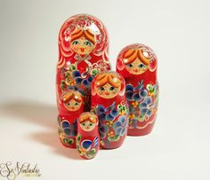 Lovely Matryoshka doll set of 5 in red, beautifully hand-painted + featuring silver colored accents and glitter!  Handmade Russian wooden nesting dolls, Troika collectibles, Babushka dolls....Flawless! On offer by SoVintastic on Etsy;-)