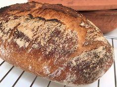 Let og super sprødt franskbrød - bagt med bageenzymer. Med ganske få ingredienser kan du nemt lave dit eget gourmet-brød. Brødet her er bagt i en Römertopf
