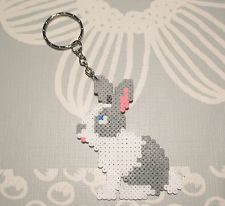 Llavero de conejo hecho con hama beads mini