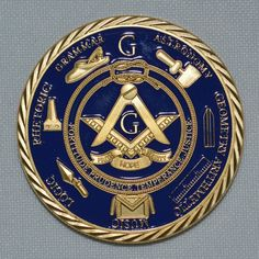 Medalha MAÇONARIA banhada a Ouro com diversos símbolos maçônicos e a inscrição A BROTHERHOOD OF MAN
