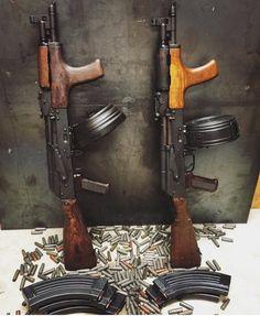 radziecki karabinek automatyczny AK, okrągły magazynek Assault Weapon, Assault Rifle, Weapons Guns, Guns And Ammo, Mad Max, Kalashnikov Rifle, Firearms, Shotguns, Cool Guns