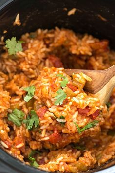 Slow Cooker Mexican Rice (Spanish Rice) - Have you ever wanted to know how easy it is to make restaurant-style Spanish rice at home? It's so simple and easy and so much better than Knorr's packaged Spanish rice. This fool-proof recipe starts Crockpot Spanish Rice, Rice In Crockpot, Crock Pot Slow Cooker, Spanish Rice Rice Cooker, Slow Cooker Rice Recipes, Brown Rice Slow Cooker, Slow Cooking, Cooking Recipes, Healthy Recipes