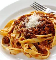 Italian Pasta, Italian Dishes, Italian Recipes, Meat Sauce Recipes, Pasta Recipes, Ragu Bolognese, Bolognese Recipe, Best Food Ever, Fresh Pasta