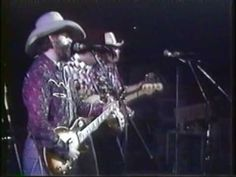 Waylon Jennings - Can't you see Live 1976 - YouTube