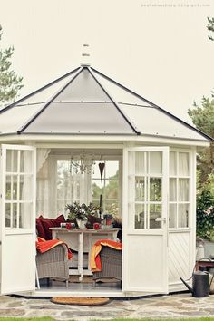 This would make a great artist studio for me.when we move to the Pacific Northwest. Outdoor Areas, Outdoor Rooms, Outdoor Living, Enclosed Gazebo, Free Standing Pergola, Summer House Garden, Patio Gazebo, Garden Gazebo, Tiny House Cabin