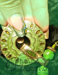 Ongles en gel incrustations de perles et strass........