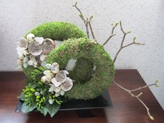 Se på billedet af med titlen This should work, nice creation o & Arte Floral, Deco Floral, Floral Design, Grave Decorations, Flower Decorations, Christmas Decorations, Floral Bouquets, Floral Wreath, Funeral Flowers