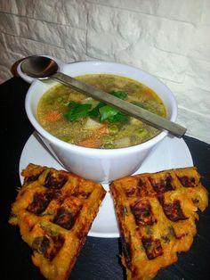 VEGANAS MAGIC MOMENTS: Gemüsesuppe mit herzhaften Karotten-Ingwer-Waffeln