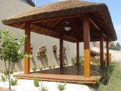Espaços para relaxar. Verdadeiros recantos de bem-estar. Bem-estar é a palavra-chave nos dias de hoje. E os bangalôs e gazebos são ambientes perfeitos quando o objetivo é relaxar. Gazebos, Rio, Outdoor Structures, Projects, House, Timber Deck, Outdoor Cabana, Santa Fe, Nooks