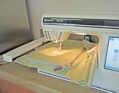Oh my goodness this sewing machine is the best.....Husquvarnia Designer 1 USB   http://dollysdesigns.blogspot.com/2012/04/making-aprons.html