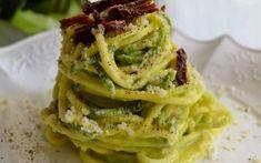 Spaghetti di zucchine vegan con noci e succo di limone