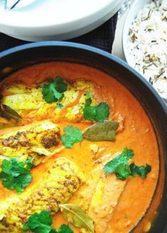 Indisk pannestekt kveite med tomat-og karrisaus - Just another food story Halibut, Thai Red Curry, Food And Drink, Ethnic Recipes, Happy, Ser Feliz, Being Happy