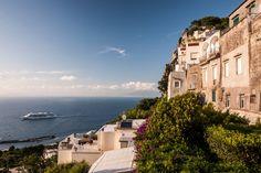 CAPRI    Ein Schmuckstück im Mittelmeer.   A Mediterranean-Masterpiece.    MEMORABLE MOMENTS Eine Kreuzfahrt mit der EUROPA 2 / MEMORABLE MOMENTS A cruise with EUROPA 2. Foto: © Hapag-Lloyd Cruises