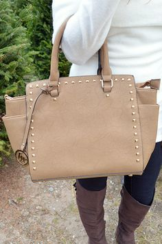 Chick In The City Purse: Tan
