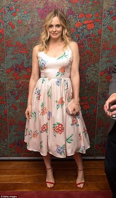 Could Alicia Silverstone Look Any Better in This Floral Dress? Alicia Silverstone, Floral Frocks, Nice Dresses, Summer Dresses, Best Stocks, Miranda Kerr, American Apparel, Dress To Impress, Trendy Outfits