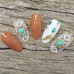 """#handpainted 'Boho Bosque' woodgrainnails using @bellaformanails @vetro_international, stunning loose and individually cut #turquoisegemstones from…"""