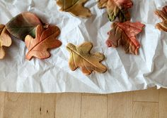 DIY Fall Leaf Fondant Cupcake Toppers - learn to make these pretty fondant decorations or your Thanksgiving or autumn party and celebrations! Holiday Cupcakes, Autumn Cupcakes, Valentine Cupcakes, Pink Cupcakes, Mini Cakes Tutorial, Cake Icing Techniques, Fondant Cupcake Toppers, Cupcake Cakes, Pumpkin Farm