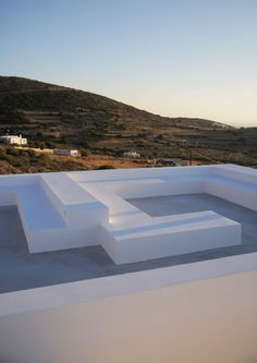 The house is located in the settlement of Kamari on the island of Paros. It has west orientation on the long side, facing the sea and Antiparos. The housing ...
