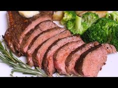 Easy Sirloin Steak that's tender and juicy with delicious garlic butter flavors. This top sirloin steak is fried to perfection in a hot skillet on the stovet. Sirloin Steak Recipes Oven, Sirloin Steaks, Beef Tenderloin, Beef Recipes, Easy Recipes, How To Cook Zucchini, Steak Bites, How To Cook Steak, Garlic Butter
