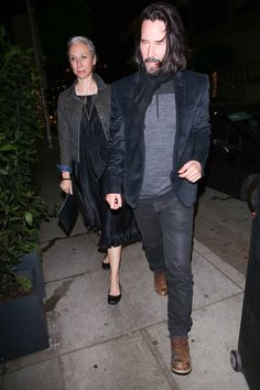 Keanu Reeves and Alexandra Grant Look Dashing Grabbing Dinner at Madeo Restaurant - Hollywood Pipeline Keanu Reeves Young, Keanu Reeves John Wick, Keanu Charles Reeves, Keanu Reeves Alexandra Grant, Keanu Reeves Quotes, Keanu Reaves, Love You Babe, Black Ruffle Dress, Hollywood