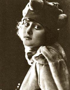 Sylvia Breamer  (1897-1943). Australian actress who performed in American motion pictures beginning in 1917 through 1926. Retired from acting when she married.