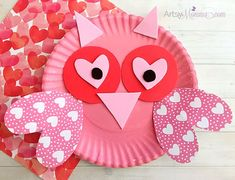 Have you been following along with our paper plate Valentine's Day crafts? Here's another one to the series - a Valentine's Day owl craft!