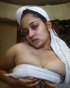 Aunty pudai Tamil nude