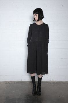 Washed linen long sleeve fitted dress withfrayed hem.Invisible back zipper. Pockets at side seam. Model wears size small. 100% linen. Made in Canada. Hand was