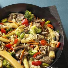Sirloin Stir-Fry with Ramen Noodles Quick Dinner Recipe from Taste of Home -- shared by Annette Hemsath, Sutherlin, Oregon - RIDICULOUSLY quick and easy, could use Chicken too. Wok Recipes, Quick Dinner Recipes, Stir Fry Recipes, Asian Recipes, Cooking Recipes, Healthy Recipes, Healthy Rice, Asian Foods, Delicious Recipes