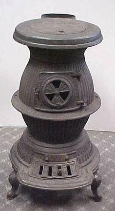 "Estufa Antigua De Hierro ""s. Cheney & Son Manlius Ny¨´ Antique Iron, How To Antique Wood, Old Wood, Antique Stove, Antique Dishes, Coal Burning Stove, Wood Stove Heater, Old Stove, Cast Iron Stove"