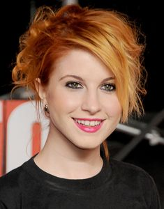 Hayley Williams of Paramore on the red carpet at the 2009 MTV Video Music Awards in New York City