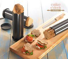 Le forme per il pane tubolari, con un rivestimento antiaderente di alta qualità, servono a modellare il tuo pane. Sono presenti 3 forme: Cuore, Stella e Fiore. Incluso ricettario per il pane. Stella, Pane, 3