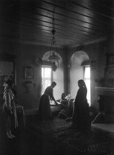 Klissoura Kastoria, inside a mansion, 1911 by Frederic Boissonnas Macedonia Greece, Athens Greece, Fine Art Photo, Photo Art, Old Photos, Vintage Photos, Magnified Images, Greece Pictures, Old Greek