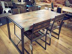 小倉店です! かっこいいテーブル&チェアと思いませんか?? 天板とアイアンの組合せがステキ☆ チーク古材を使った家具でして、こちらのテーブルは40年前のボートに使用していた材木を取り出し、職人によるハンドメイドなんです!! アイアンフレームとの組合せが見事にハマってます! ペンキやダメージ加工された天板は1点1点違う表情がありとても個性的でカッコいいですよ~。 カフェ、レストランなどでもよく使われています。 人を呼びたくなるテーブル&チェアですね。 オフィスでの使用もイケますね!! 小倉駅前コレットアイム8F 小倉店にて展示中♪