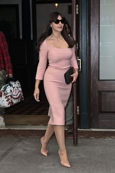 Monica Bellucci in New York. Such a good skirt length for SD, I think.