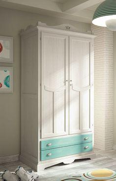 Armario 2 puertas de madera de estilo clásico, ideal para ambientes clásicos juveniles, mira los detalles en: http://www.rusticocolonial.es/mueble-clasico/muebles-de-dormitorio-clasicos/armarios-cl%C3%A1sicos/armario-clasico-2p-detail